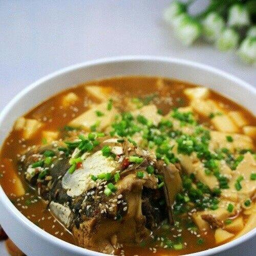 青鱼头尾滚豆腐