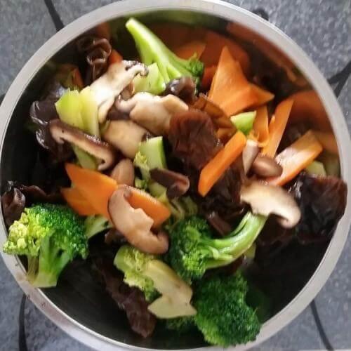 花菜炒香菇