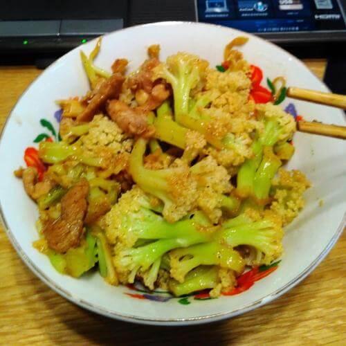 肉末炒菜花