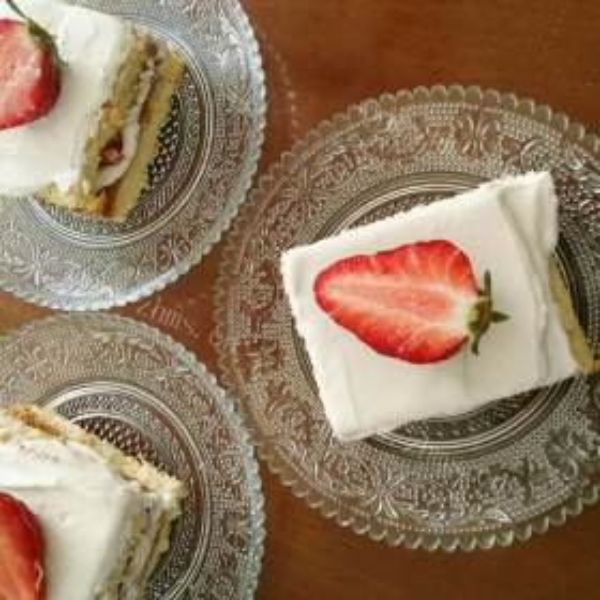 草莓夹心蛋糕