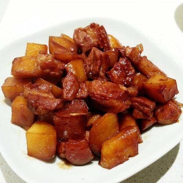 红烧肉焖土豆