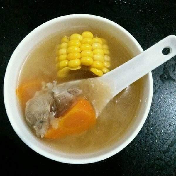 红萝卜猪腿骨汤