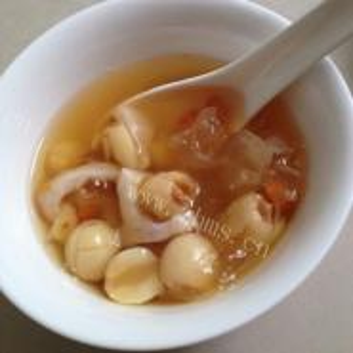 桂圆炖鱼胶