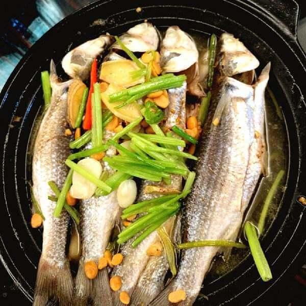 豆酱煮红目鳞鱼