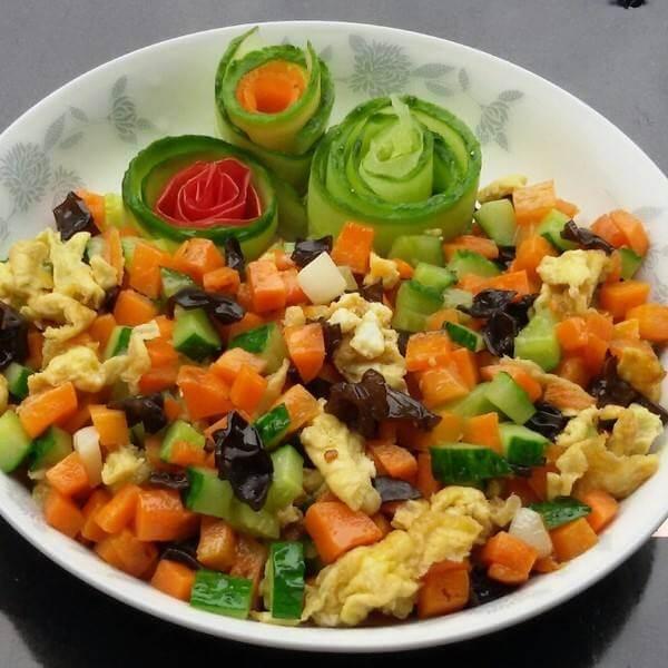青瓜玉米胡萝卜鸡肉炒