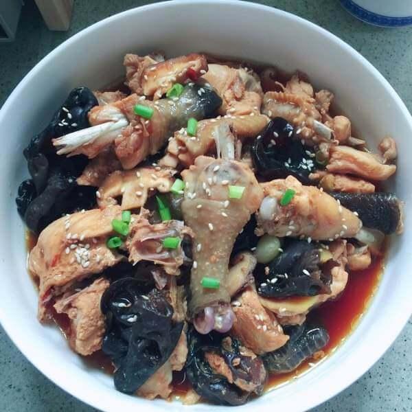 香菇木耳蒸鸡