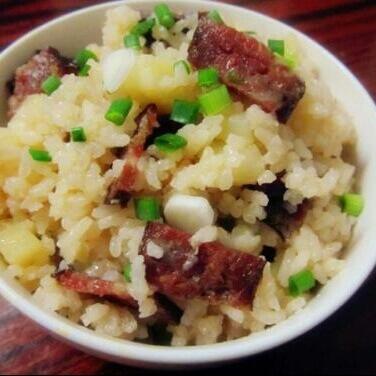 腊味土豆饭