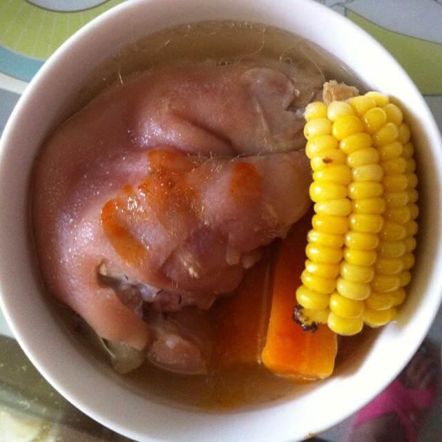 玉米猪手黄豆汤