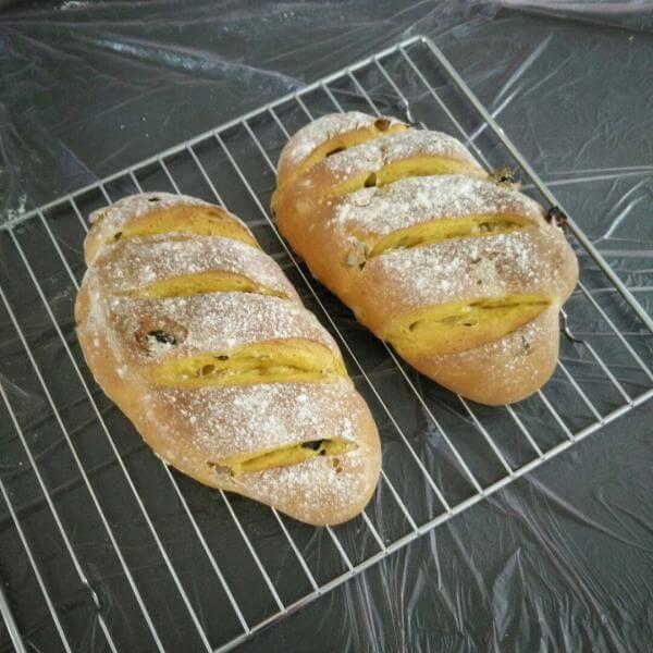 蜂蜜全麦果干小面包