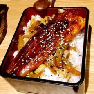 一款吸引眼球的锦绣蛋丝鳗鱼饭