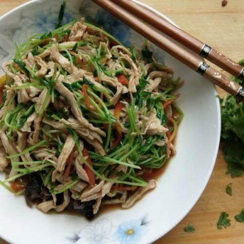 韭菜苔炒鸡丝