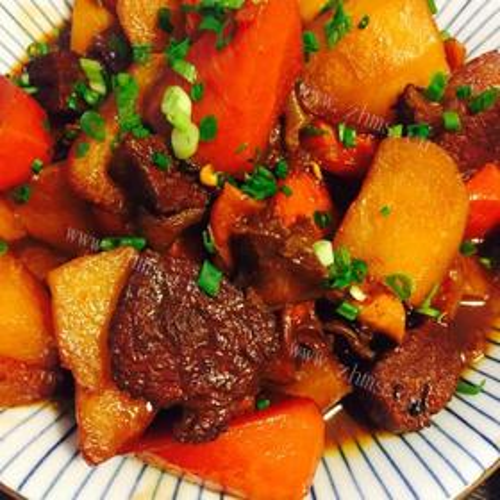 牛腩烧胡萝卜与土豆