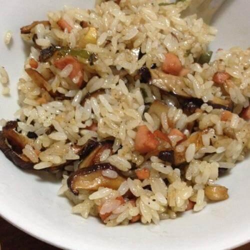 香菇炒饭的做法