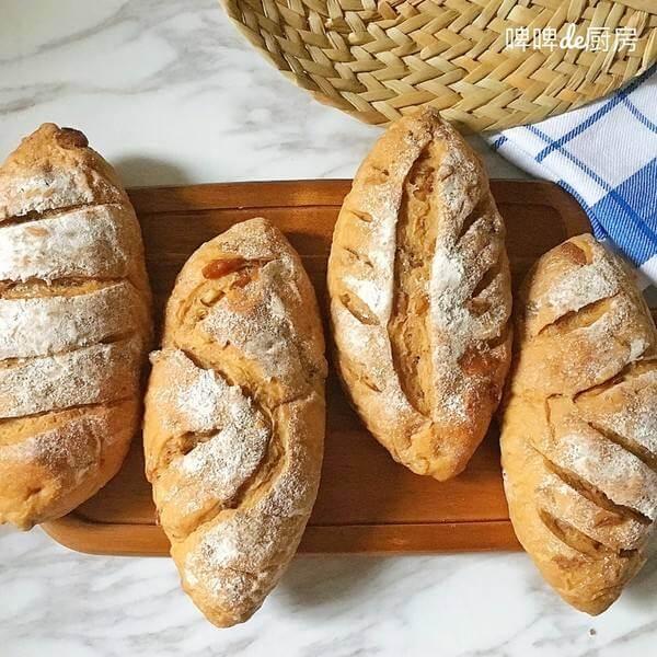 焦糖核桃葡萄干面包