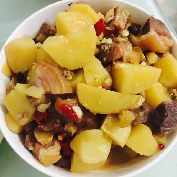 老腊蹄炖土豆