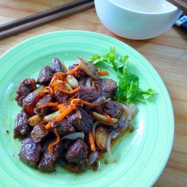 芹菜皮蛋牛肉粒