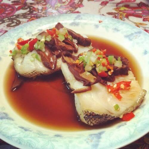酸菜蒸鳕鱼