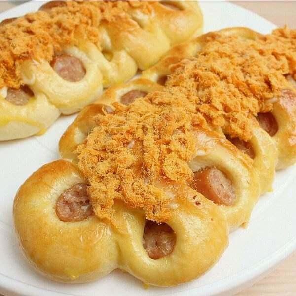 香肠肉松面包