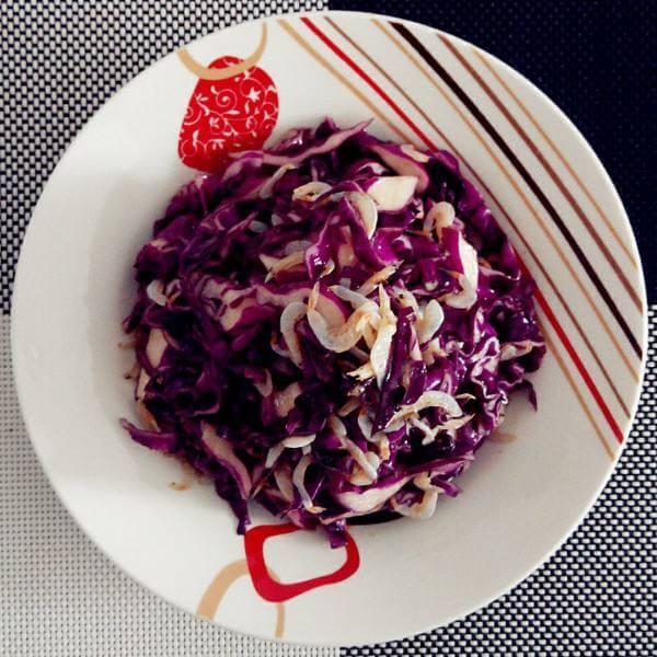 凉拌圆葱紫甘蓝