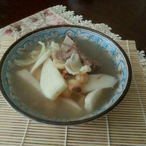 莲子百合瘦肉汤