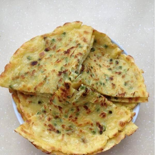 鸡蛋槐花饼