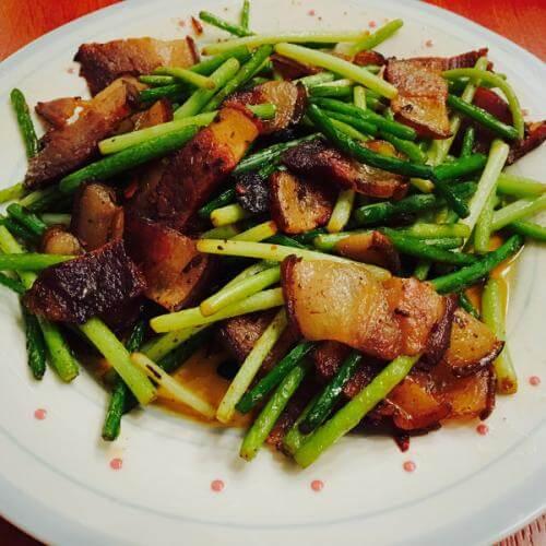 蒜台炒腊肉