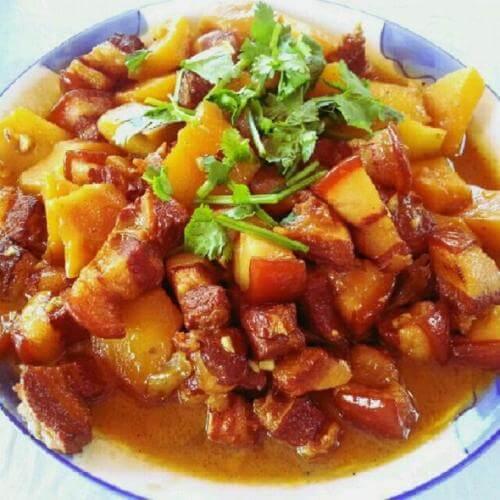 自制红烧肉炖土豆