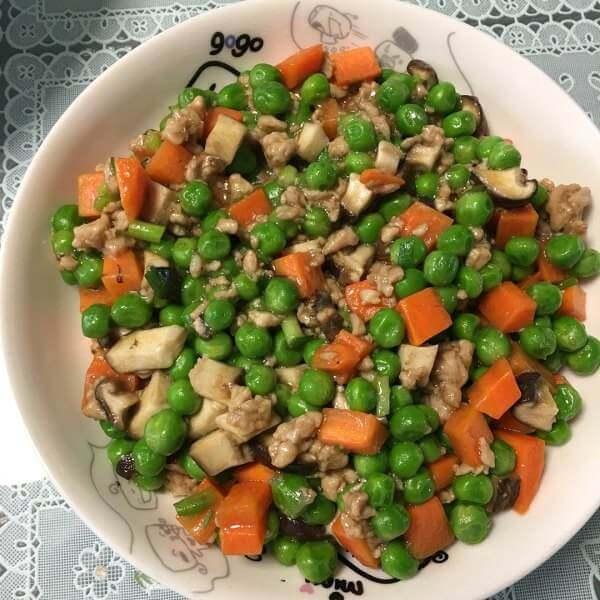 鸡肉粒炒豌豆