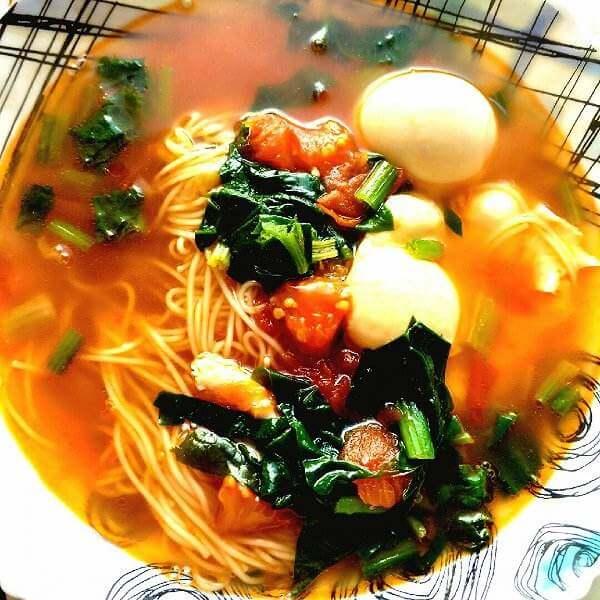 菠菜热汤面
