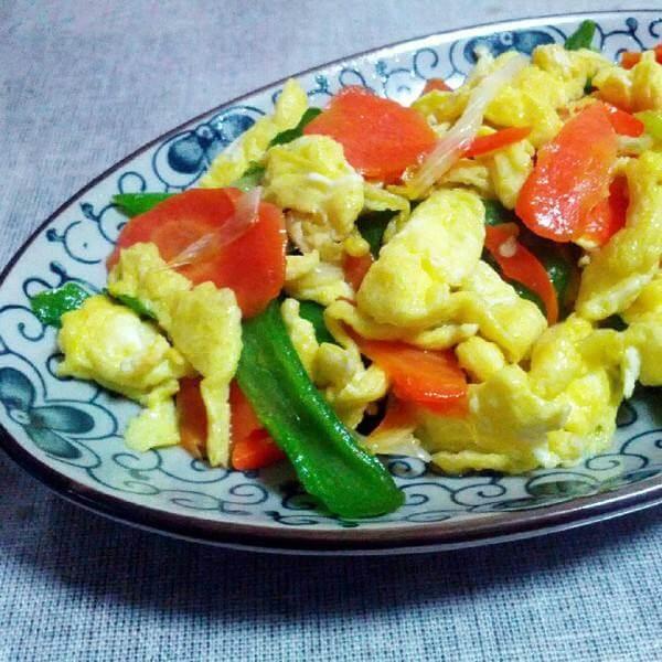 豌豆胡萝卜炒鸡蛋