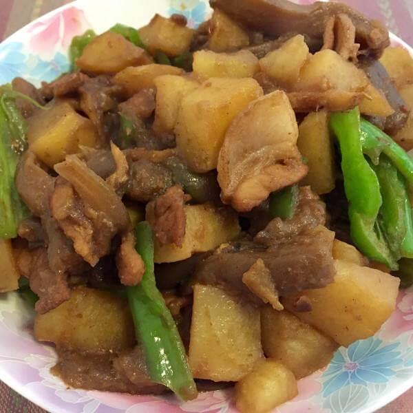 五花肉炖茄子土豆