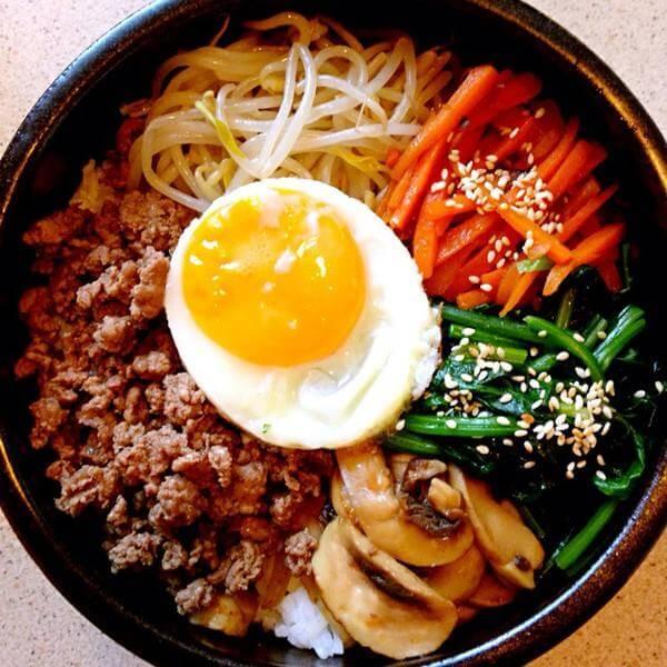 生拌牛肉配石锅拌饭