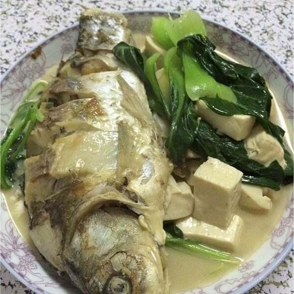 酱鲫鱼炖豆腐