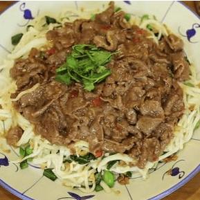 沙茶牛肉芥兰炒粿条