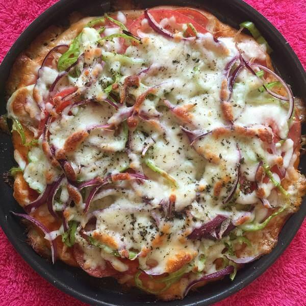 鸡丝鲜菇黑椒披萨