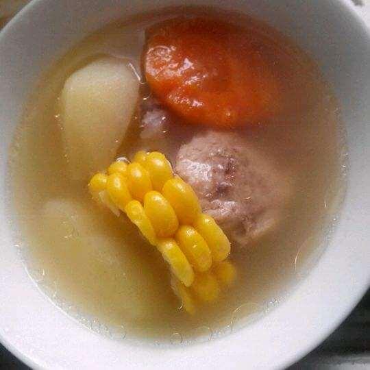 玉米土豆筒骨汤