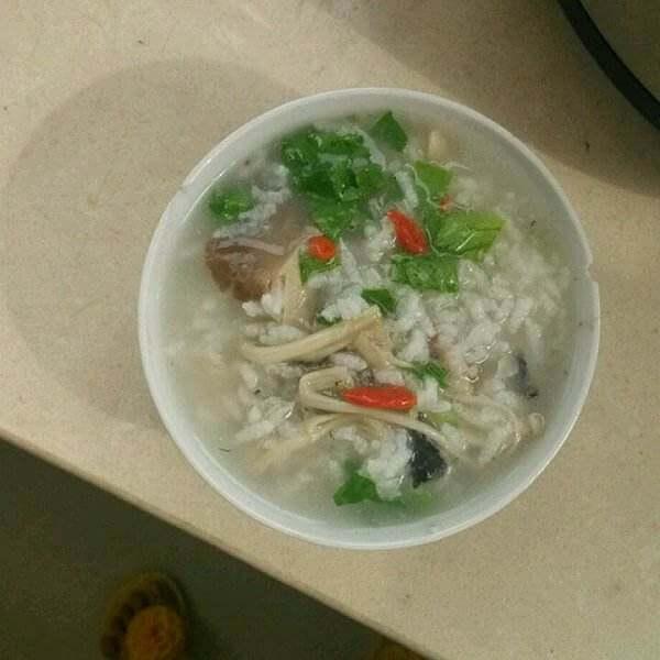鸡丝枸杞青菜粥
