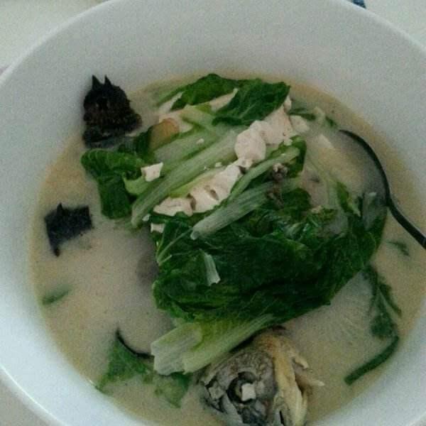 香菜豆腐鲫鱼汤