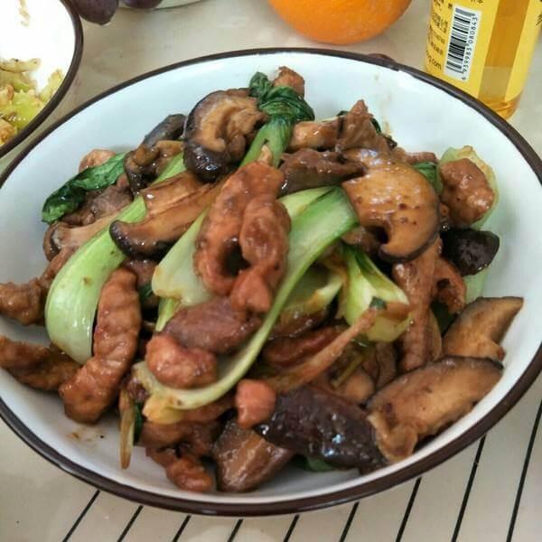 猪肉焖香菇