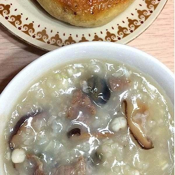 皮蛋鲜菇粥