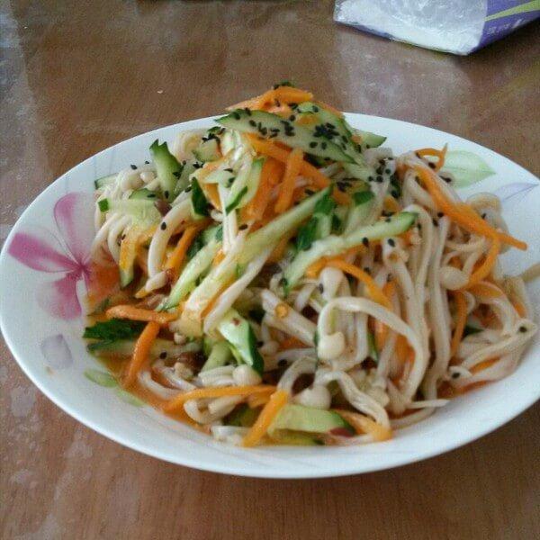黄瓜凉拌金针菇
