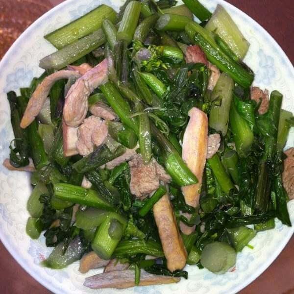腊肉炒红菜苔