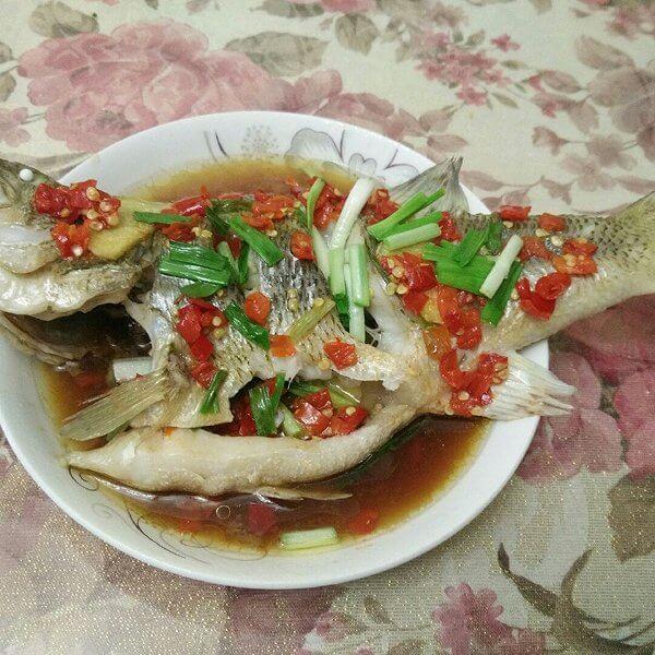 剁椒蒸鲈鱼