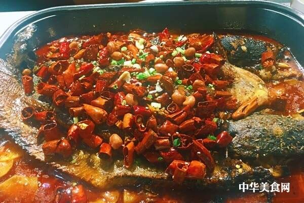江边城外烤全鱼加盟优势有哪些?客源稳定,市场广阔