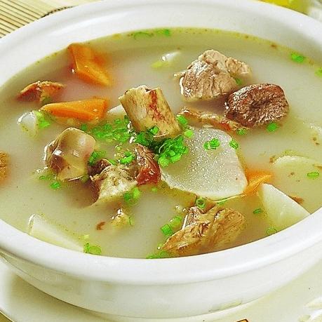 美味的排骨萝卜汤