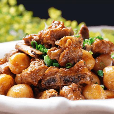 家常的土豆燒排骨