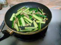 家常菜猪肉炒青瓜