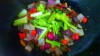 家常菜洋葱炒香肠