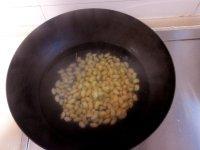 美味的三文鱼排炖黄豆的做法图解二