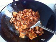 莴笋木耳炒肉片的做法图解四